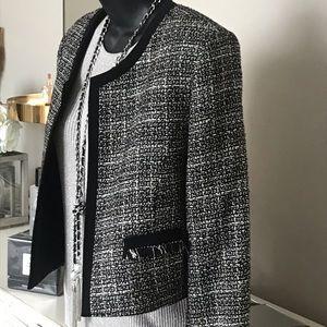 Tahari Tweed cropped jacket🌻